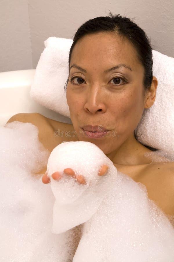 Mirada de las burbujas que sopla fotografía de archivo