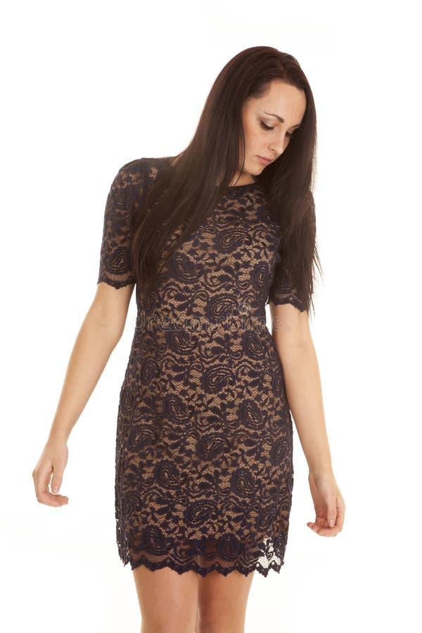 Mirada del vestido de Paisley de la mujer abajo foto de archivo