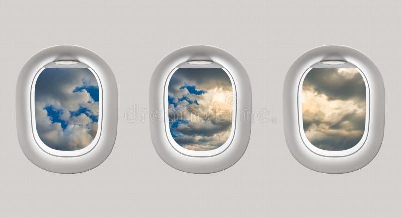 Mirada hacia fuera de las ventanas de un avión a un cielo azul stock de ilustración