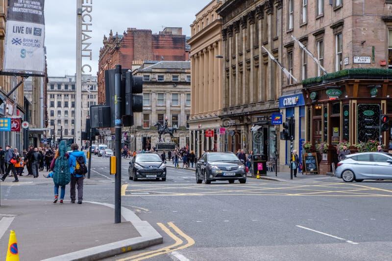 Mirada a lo largo de la calle Glasgow de la reina foto de archivo