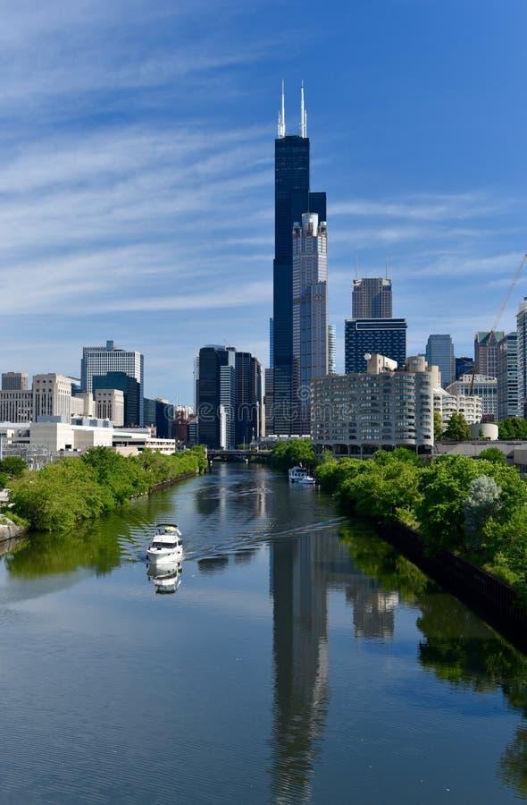 Mirada para arriba del río Chicago fotografía de archivo libre de regalías