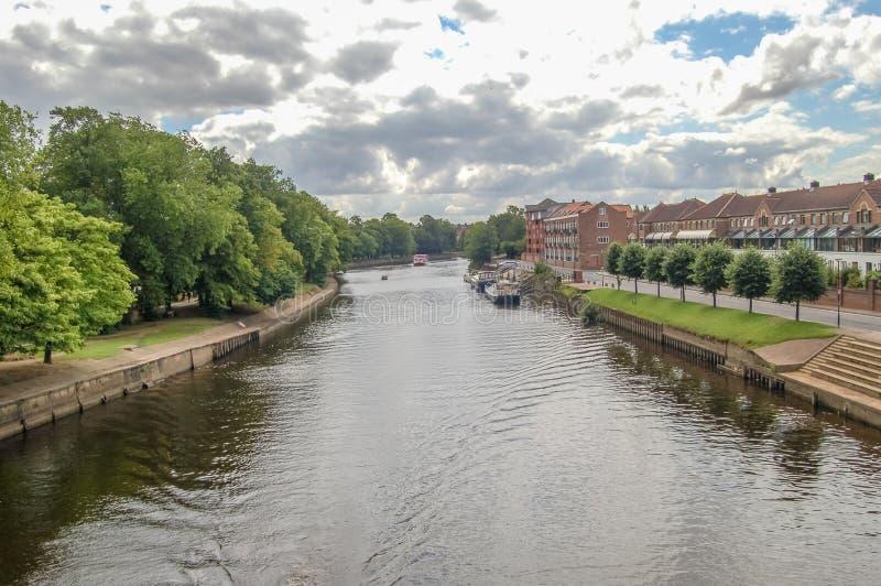 Mirada rio abajo Ouse en York Inglaterra imágenes de archivo libres de regalías