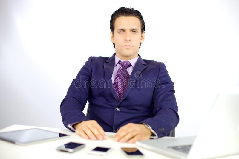 Mirada seria del hombre de negocios foto de archivo
