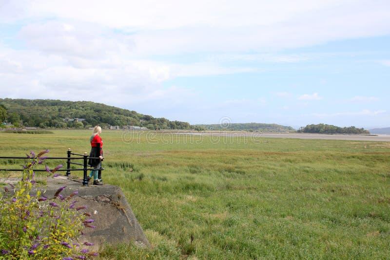 Mirada sobre la bahía de Morecambe de las Granero-sobre-arenas fotos de archivo libres de regalías