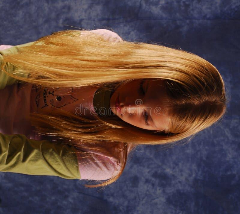 Mirada Triste De La Chica Joven Abajo Imagenes de archivo
