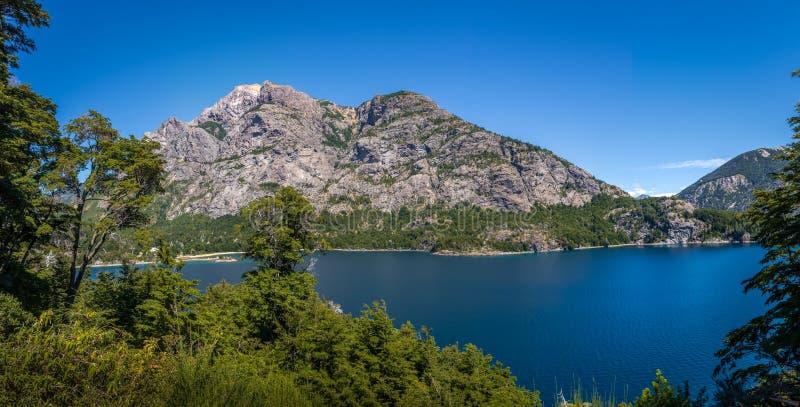 Mirador Bahia Lopez - de Baaigezichtspunt van Lopez in Circuito Chico - Bariloche, Patagonië, Argentinië stock afbeeldingen