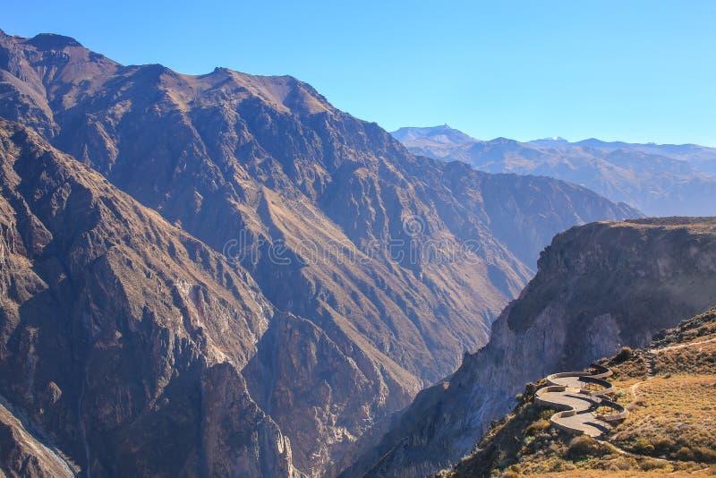 Mirador Cruz del Condor在科尔卡峡谷,秘鲁 免版税库存图片