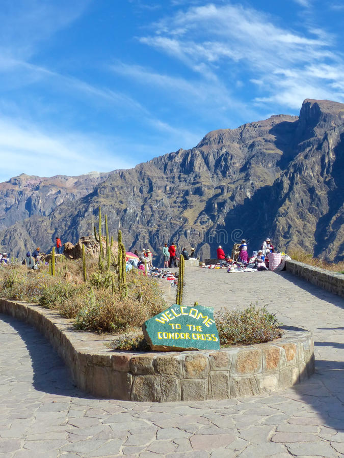 Mirador Cruz del Condor στο φαράγγι Colca, Περού στοκ εικόνες