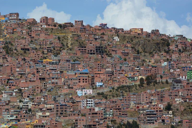 从Mirador Killi Killi的都市看法 拉巴斯 流星锤 免版税库存图片