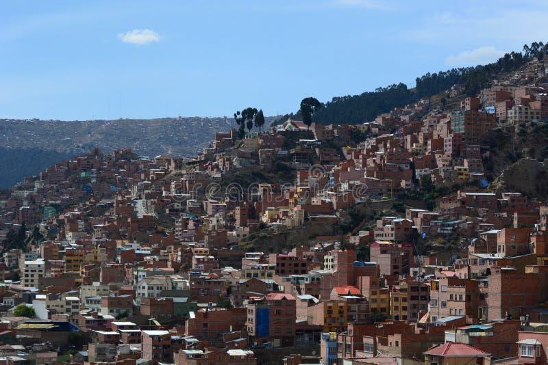从Mirador Killi Killi的都市看法 拉巴斯 流星锤 图库摄影
