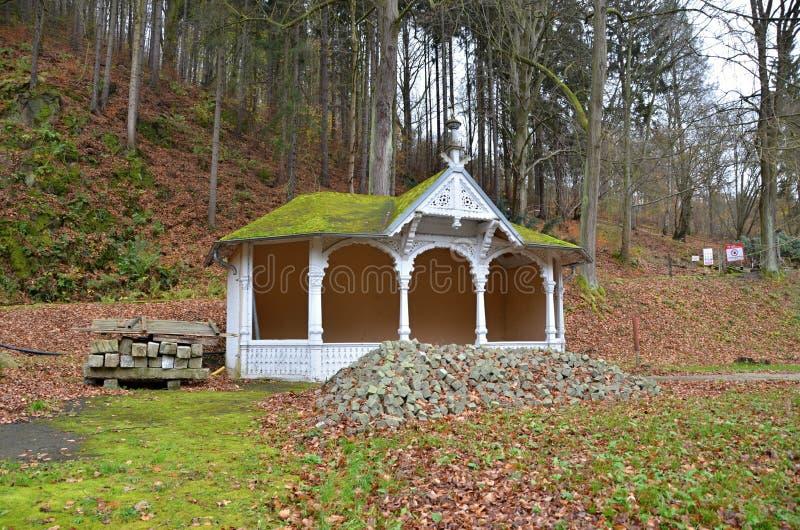 Miradouro de madeira - construção histórica de Mattoni Kyselka imagem de stock royalty free