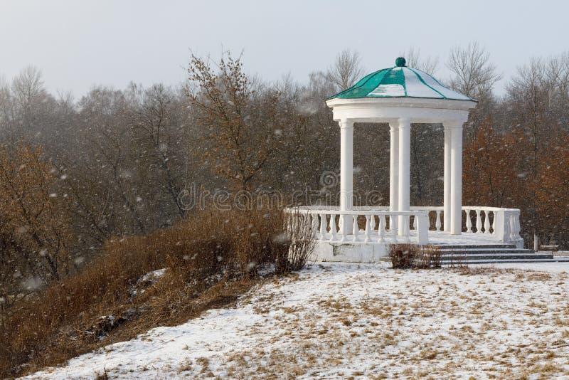 Miradouro no parque histórico, casa da nobreza em um dia nevado fotos de stock royalty free