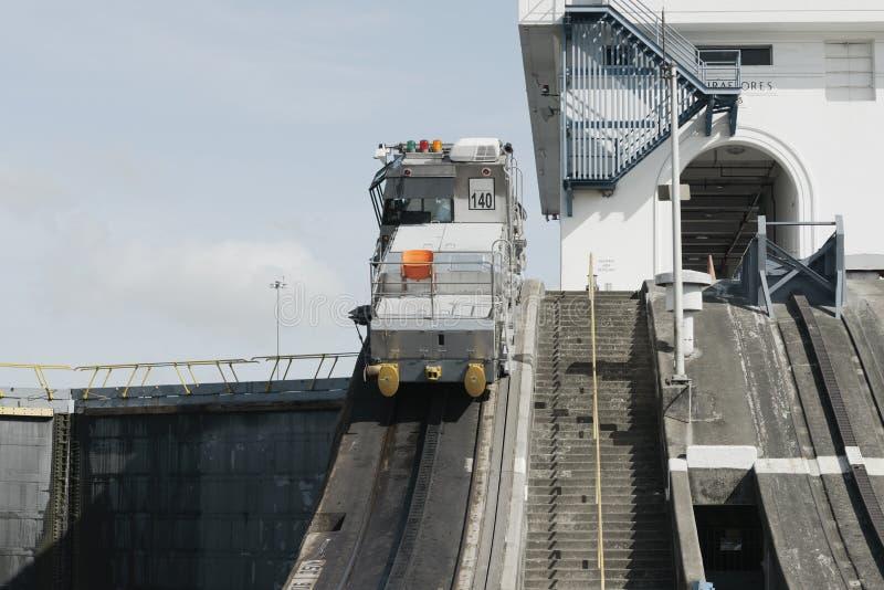 Miraflores-Verschlüsse an Panamakanal stockbilder