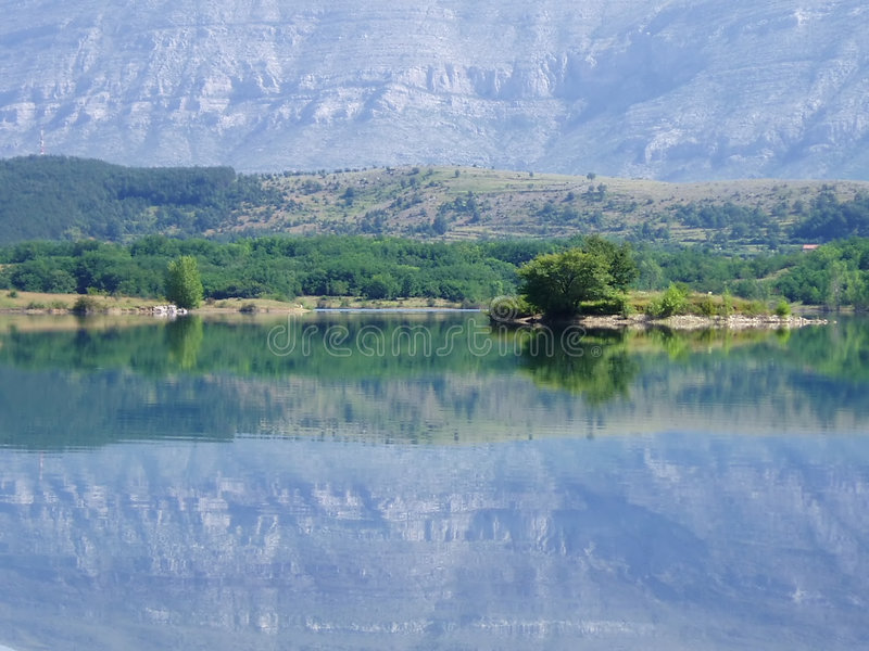 Download Mirage zdjęcie stock. Obraz złożonej z góra, rośliny, błękitny - 133770