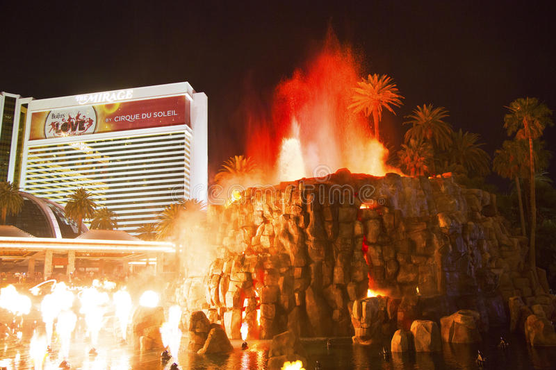 Download The Mirage Hotel Artificial Volcano Eruption Show In Las Vegas Editorial Image - Image: 43193265