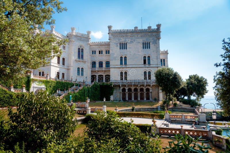 Miramare城堡和庭院 免版税库存照片