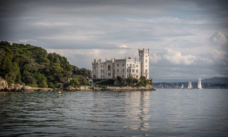 Miramare城堡在的里雅斯特,意大利 库存图片