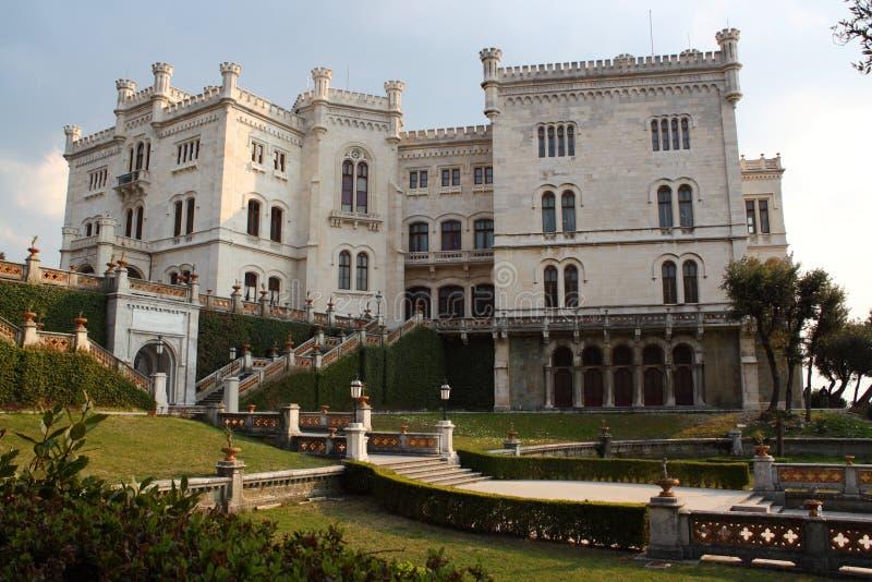 Miramare Schloss in Triest Italien lizenzfreie stockbilder