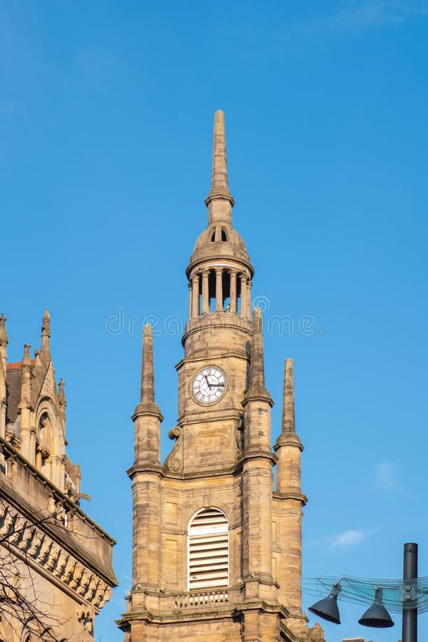 Mirando para arriba a la torre de reloj, St Georges Tron Church Glasgow imagen de archivo libre de regalías