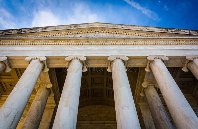 Mirando para arriba Thomas Jefferson Memorial, en Washington, DC imagenes de archivo