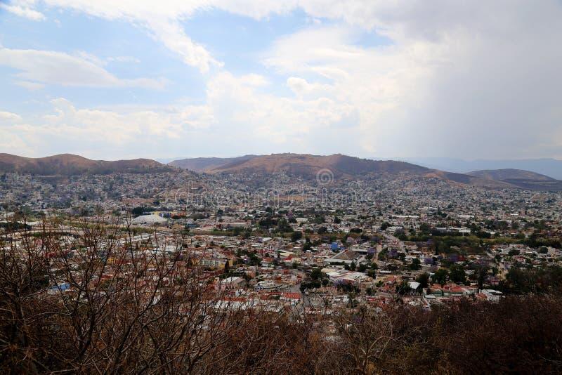 Mirando sobre la ciudad de Oaxaca, México foto de archivo libre de regalías