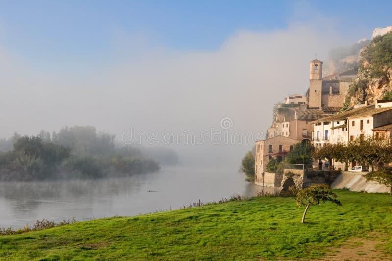 Miravet,地中海城镇,塔拉贡纳。 (西班牙) 免版税库存照片