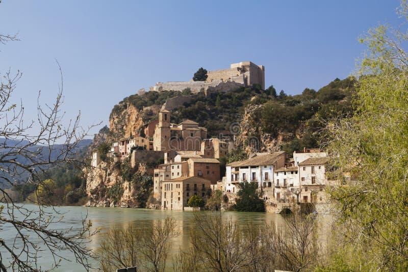 Miravet dorp in Catalunya, Spanje stock foto's