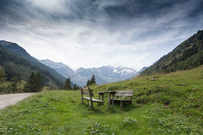 Mire las montañas en Austria imágenes de archivo libres de regalías