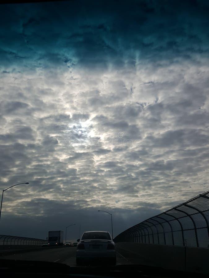 Mire sus cielos imagen de archivo libre de regalías