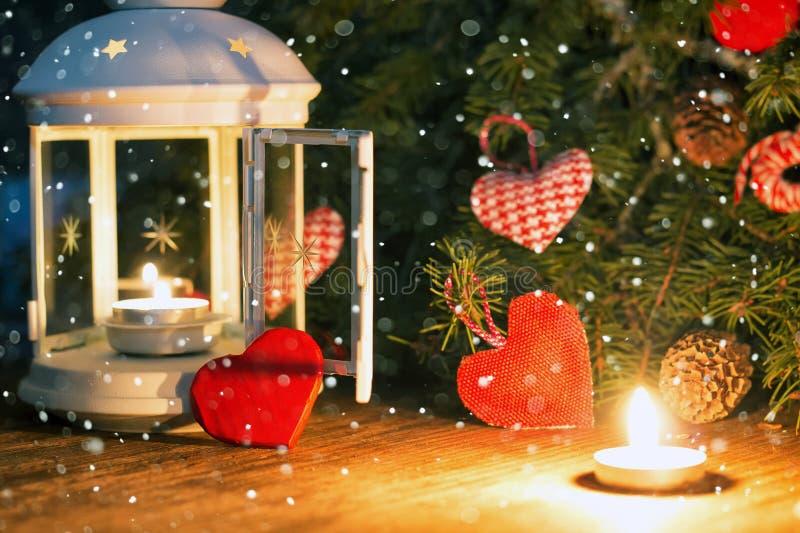 Mirez l'obscurité avec des formes de recouvrement et de coeur de neige image libre de droits