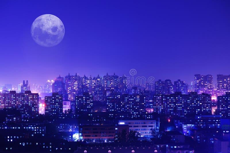 Miriadowi mrugliwi światła miasto fotografia royalty free
