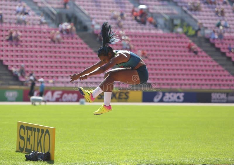 Mirieli Сантос от серебряной медали выигрыша Бразилии в тройном прыжке на чемпионате Тампере мира U20 IAAF, Финляндии 15-ое июля  стоковая фотография rf
