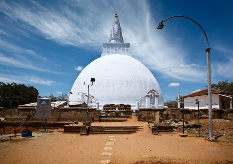 Mirisavatiya Dagoba em Anuradhapura, Sri Lanka imagens de stock