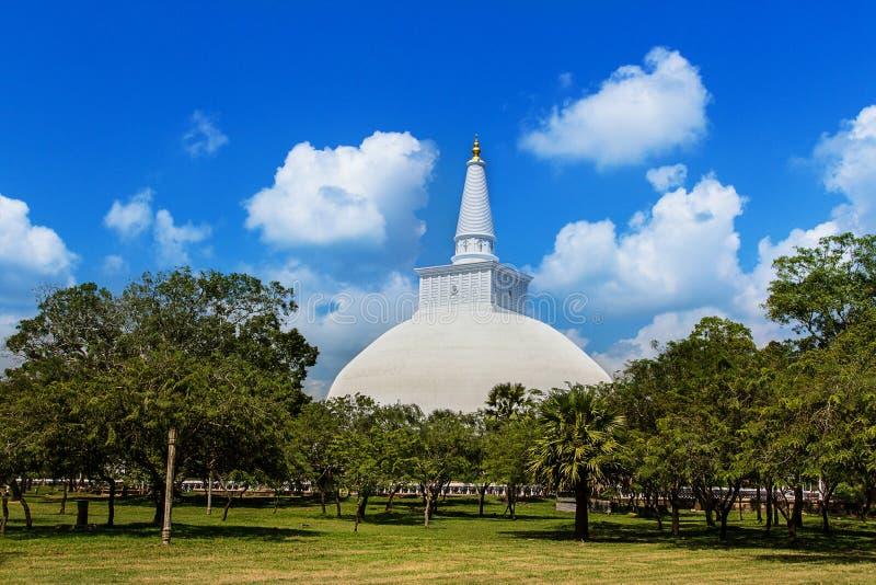 Mirisavatiya Dagoba Stupa, Anuradhapura, Шри-Ланка стоковое изображение