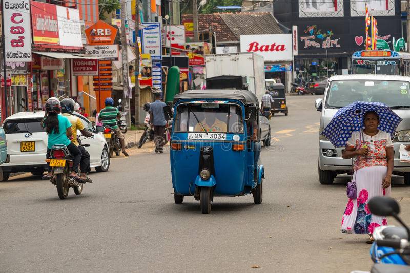 MIRISSA, SRI LANKA - 1º de janeiro de 2017: Táxi do moto de Tuk-tuk no imagem de stock royalty free