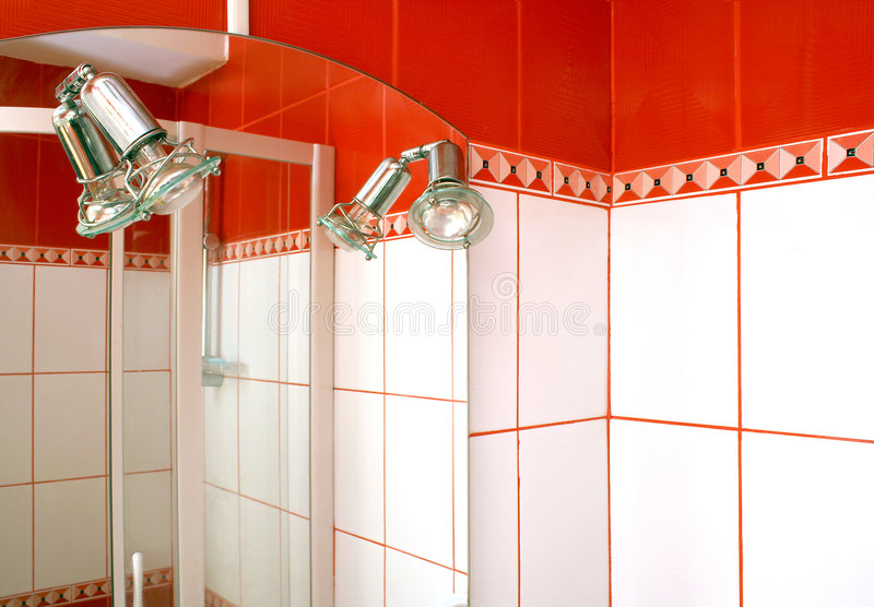 miroir de salle de bains photographie stock libre de droits