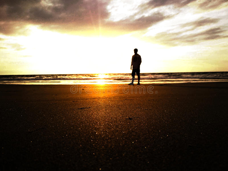 Miroir du sable foncé photographie stock libre de droits