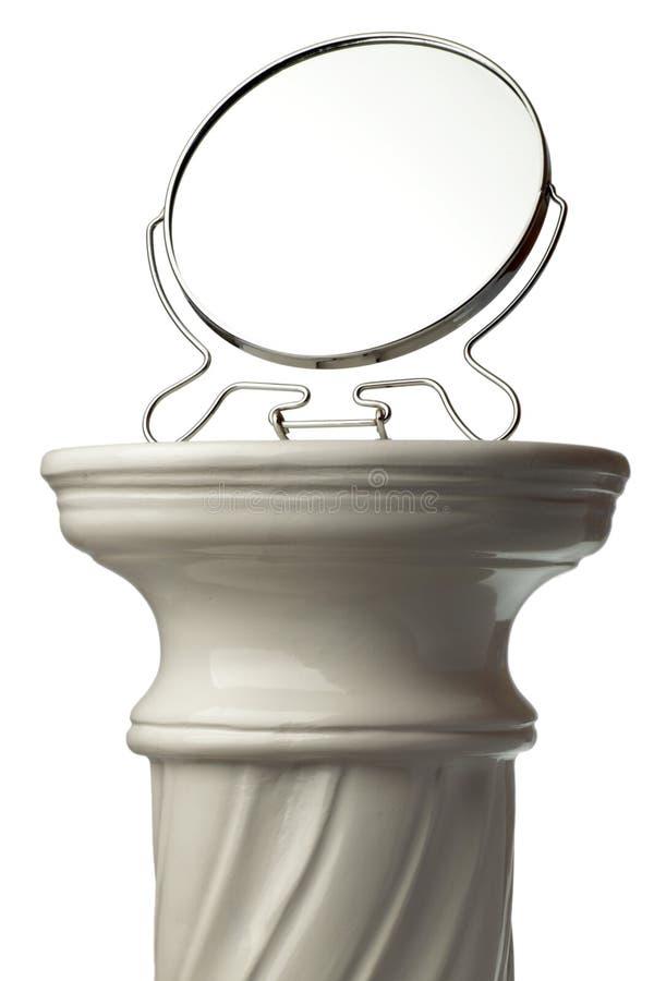Miroir et fléau grec simple d'isolement sur le blanc image stock