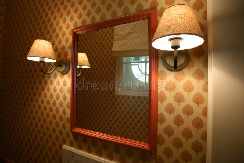 Miroir et lampes photos stock