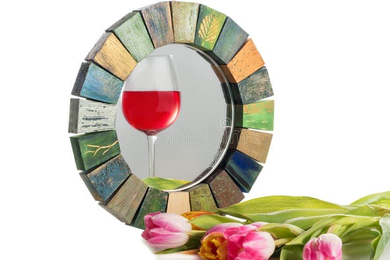 Miroir fait main dans un cadre modifié la tonalité en bois image stock