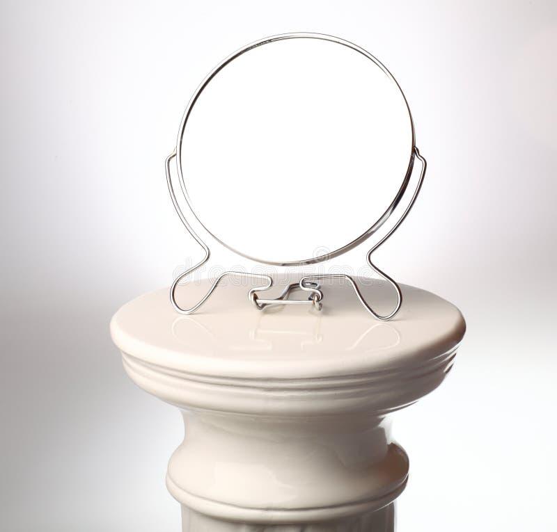 Miroir libre - colonne grecque simple photographie stock