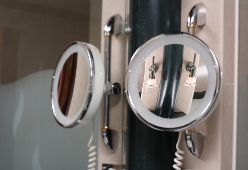 Miroir, miroir sur le mur photos stock
