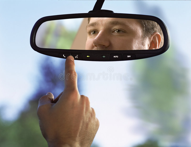 Miroir rétroviseur dans un véhicule photos stock