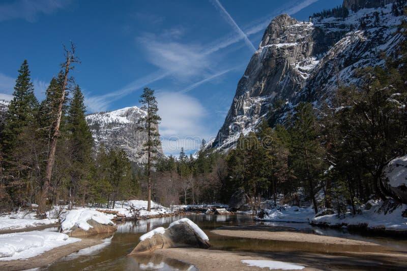 Mirror湖的风景视图,在冬天,尤塞米提谷 库存照片
