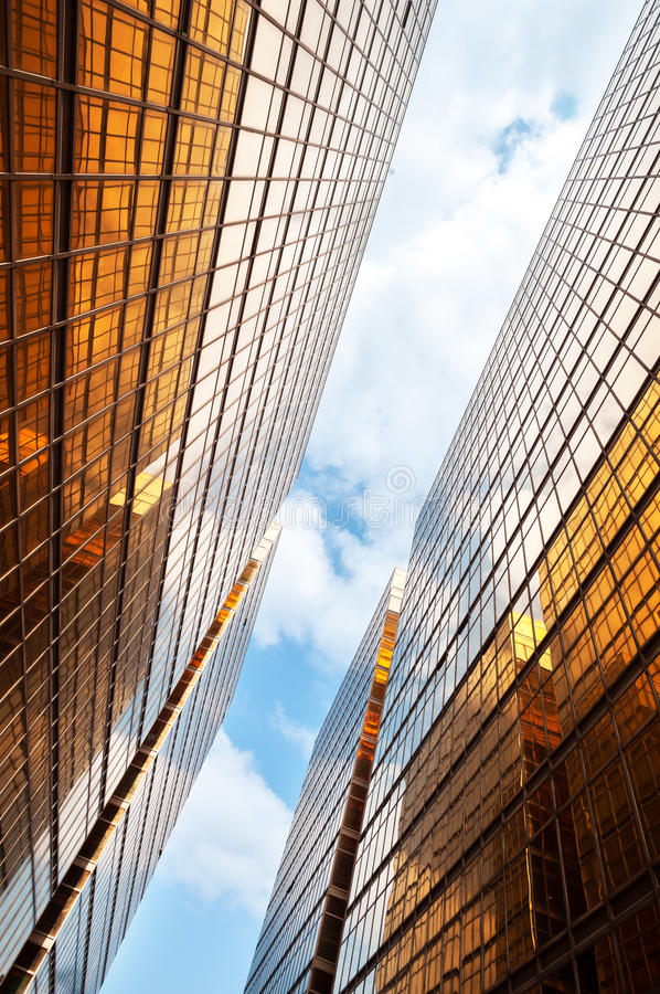 Free Mirrored Office Buildings With Blue Sky And Clouds, Hong Kong Royalty Free Stock Images - 39858879