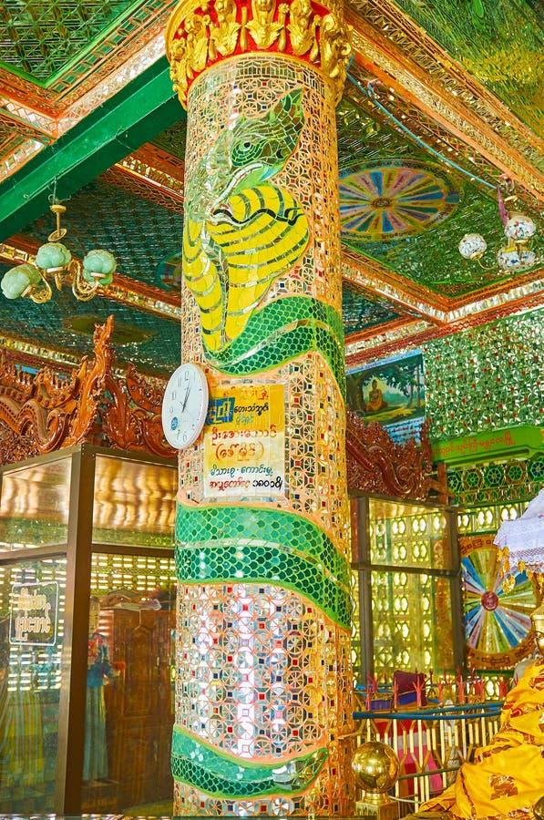 Mirrorwork op kolom in spoedig Oo Ponya Shin Paya, Sagaing royalty-vrije stock foto's
