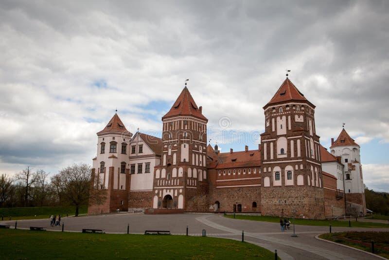 Mirsky Zamok no distrito de Hrodno em Bielorrússia imagens de stock royalty free