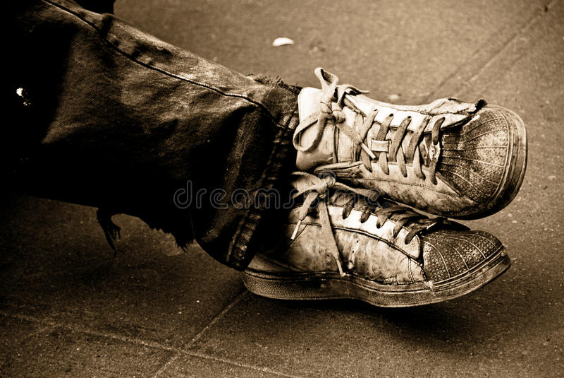 Mis zapatos viejos imagen de archivo