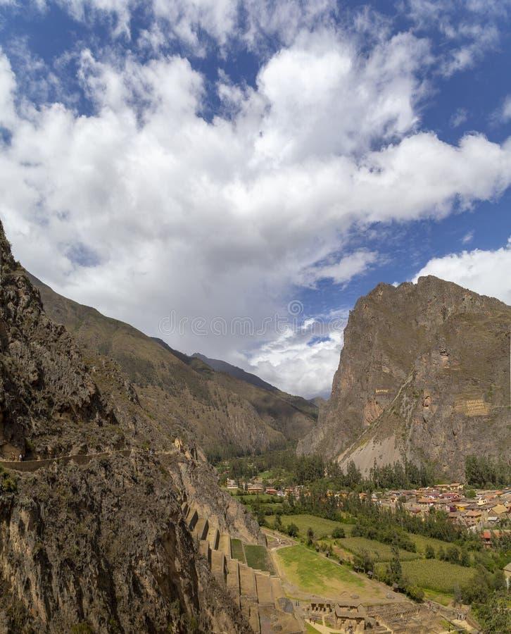 Misana d'Inka, Inca Fortress avec des terrasses et Temple Hill dans Ollantaytambo, Cusco photos stock