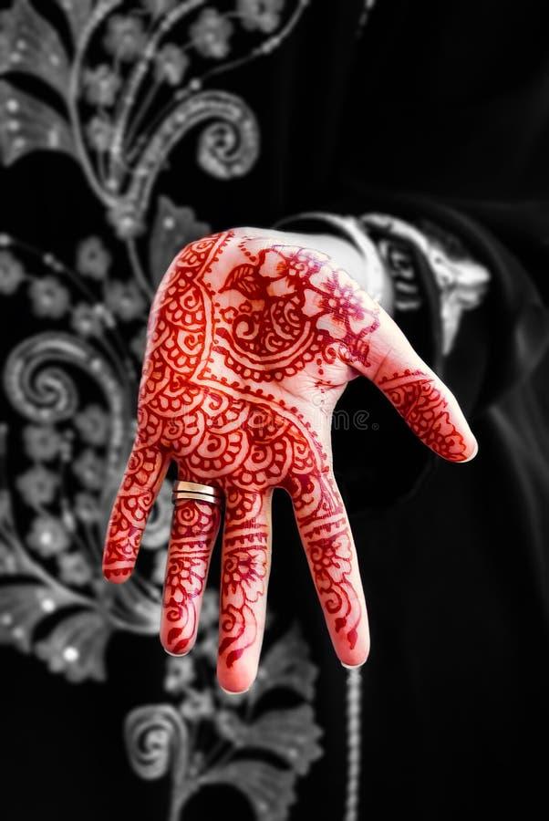Miscela in bianco e nero di tradizione di body art del tatuaggio della mano del hennè immagine stock libera da diritti